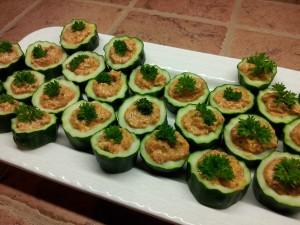 Concombre farci à la tartinade de poivrons grillés