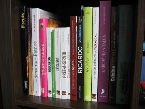 Une infime partie de la bibliothèque de la fille au fourneau!